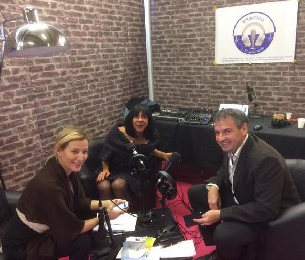 en direct de Radio Voyance avec les animatrices Manon et Shimene lors du salon de Aubagne 2017